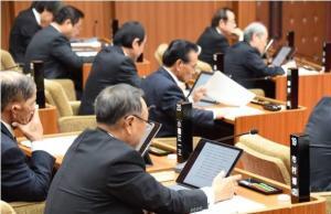 タブレットを用いた議会の写真1