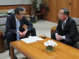 笠間市長と遠藤委員長