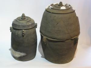 『二重構造の蔵骨器(市指定文化財)8月号』の画像